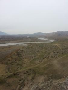 Aussicht auf Ruinen am Fluss Kura / Uplisziche