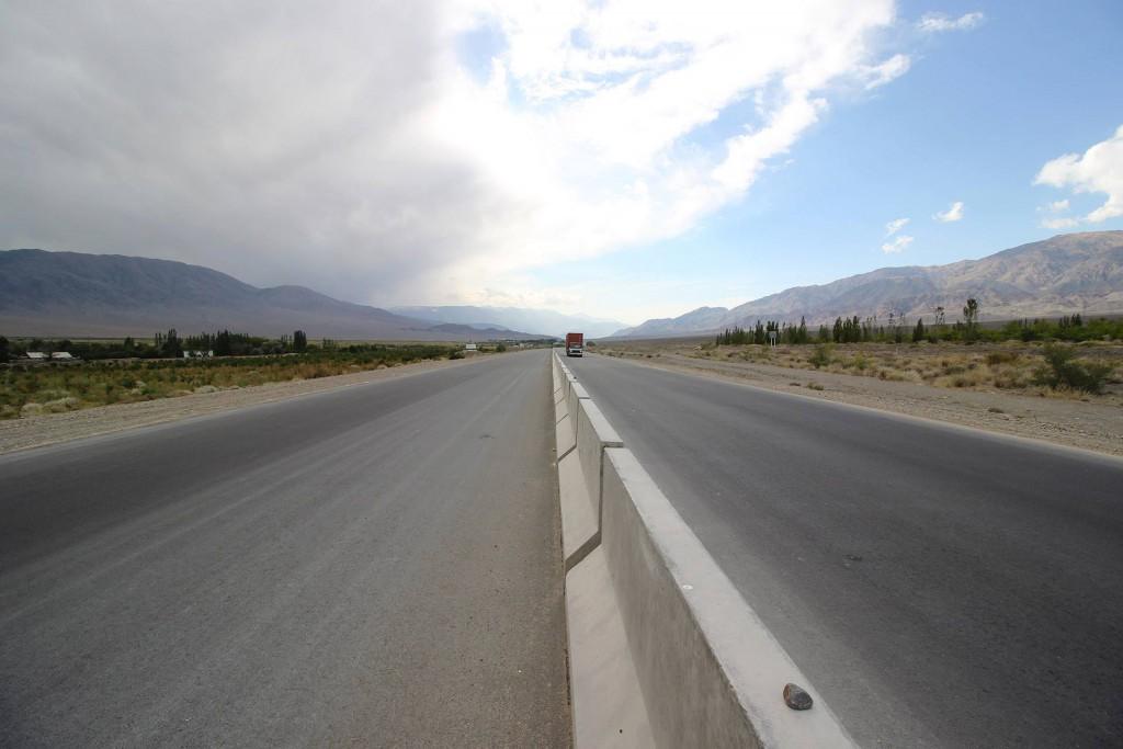 Straße zwischen Bischkek und Tscholponata