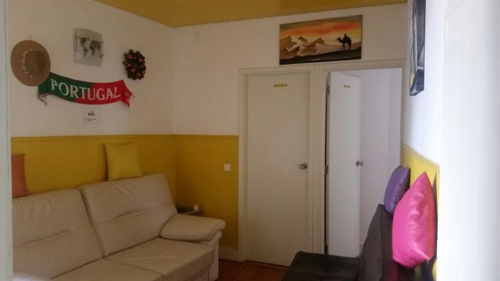 Wohnzimmer mit Sofa Welcome Guest House Lissabon