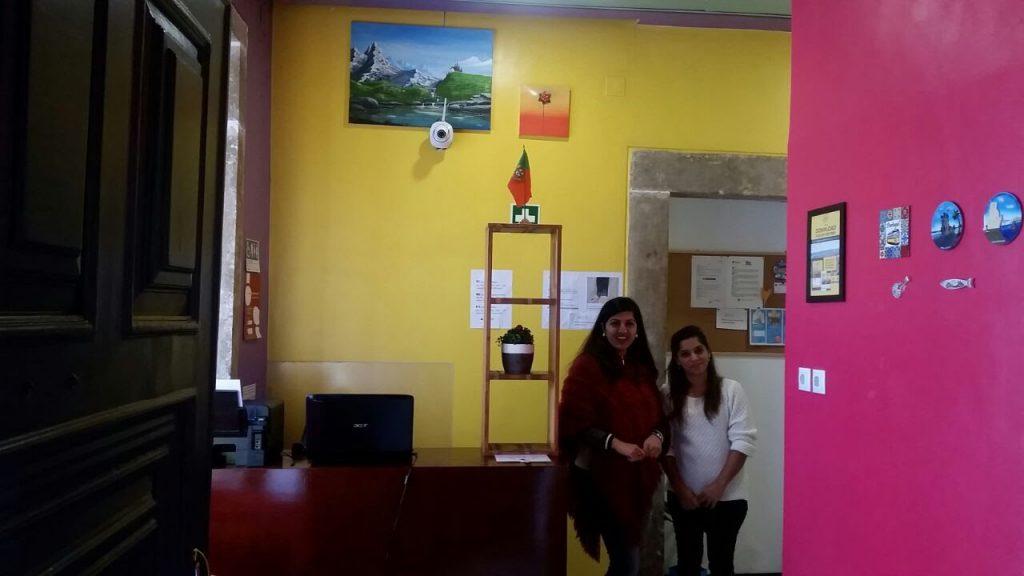Die nepalesischen Damen an der Rezeption