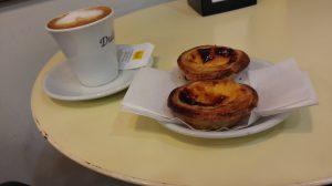 Pastel de Nata mit Kaffee