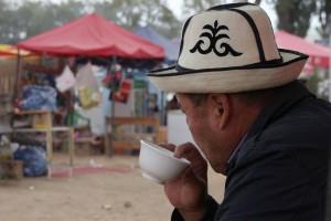 Kirgise beim Tee trinken
